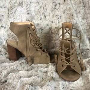 LIKE NEW. Jessica Simpson lace up sandals